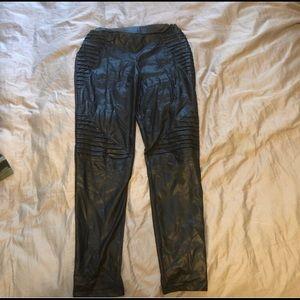 Pants - Black leggings with ridged detailing